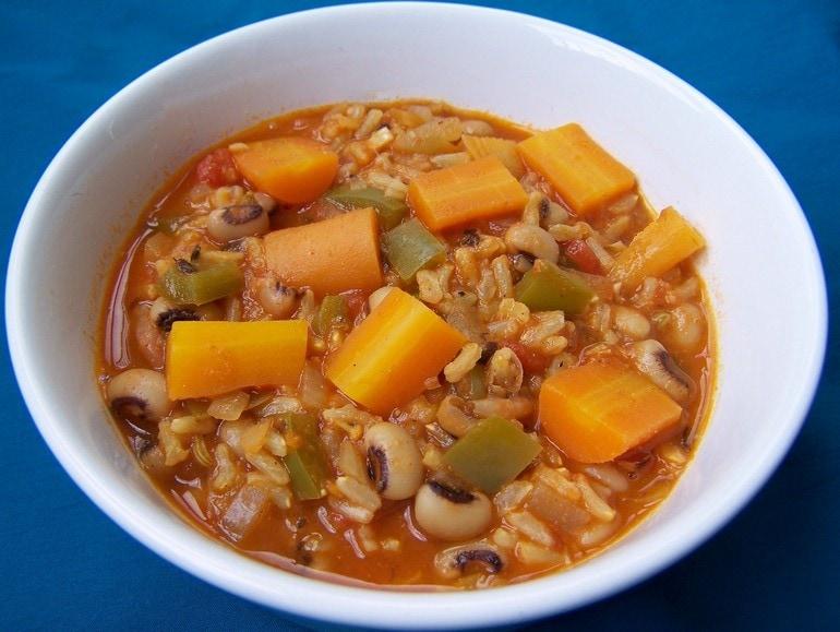 Ogenbonen stoofpot met groente en rijst, vegetarisch, veganistisch, plantaardig, recept