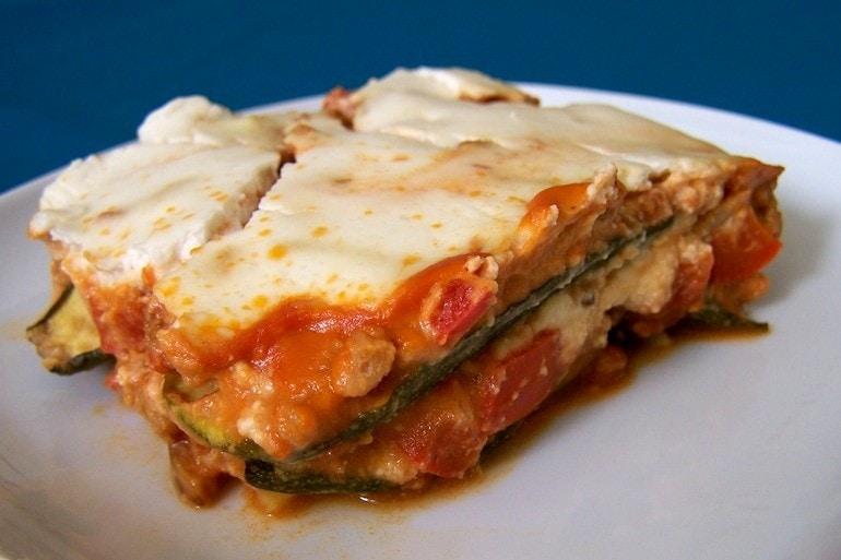 Groente-lasagne met vegan crème fraîche, koolhydraatarm, vegetarisch, veganistisch