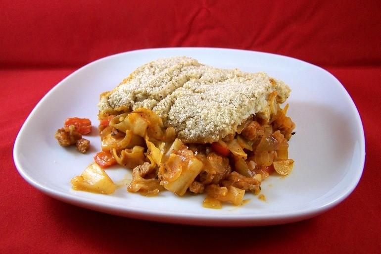 Ovenschotel met spitskool, gehaken en witte bonenpuree, vegetarisch, veganistisch
