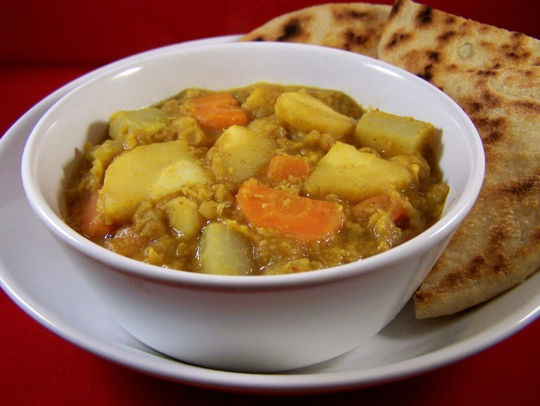 Linzendal met pastinaak, koolrabi en wortel, veganistisch