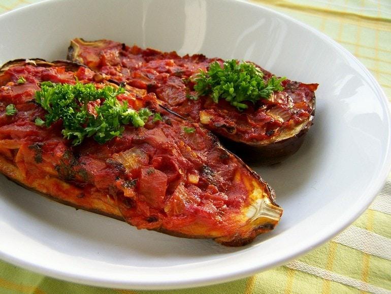 Omgevallen imam, aubergine, veganistisch