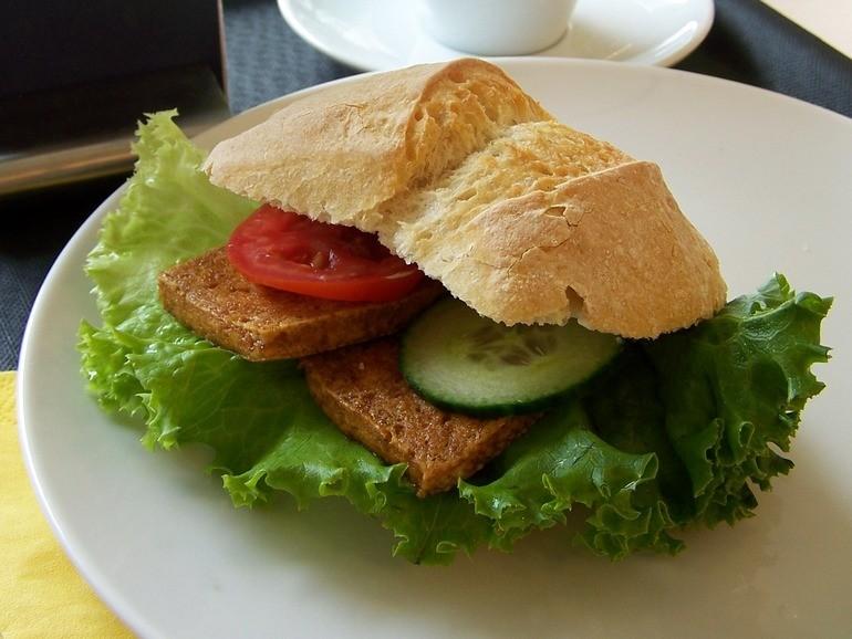 Kornblume tofu burger