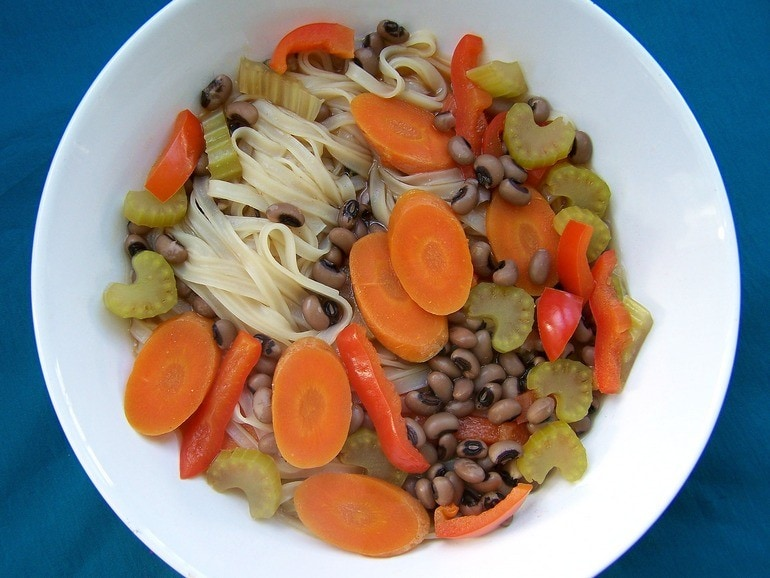 Noodlesoep met ogenboontjes, vegan