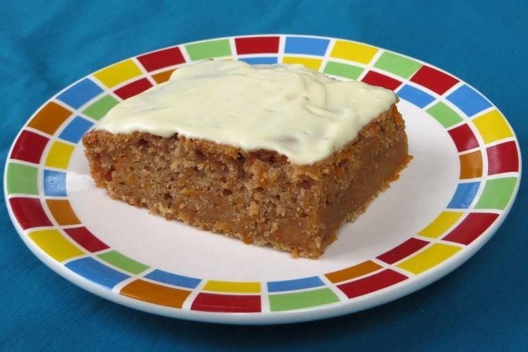 Wortelcake met citroenfrosting, vegan, zonder melk, zonder ei
