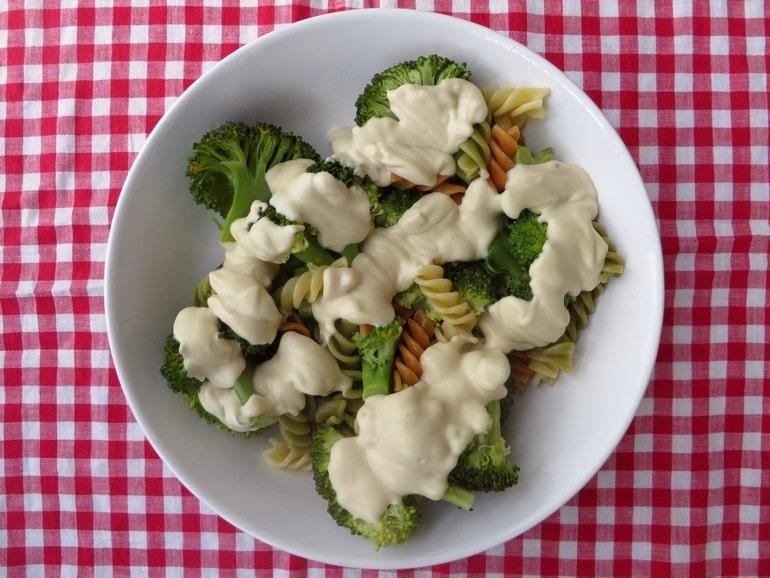 Cashew mac&cheese met broccoli, vegan