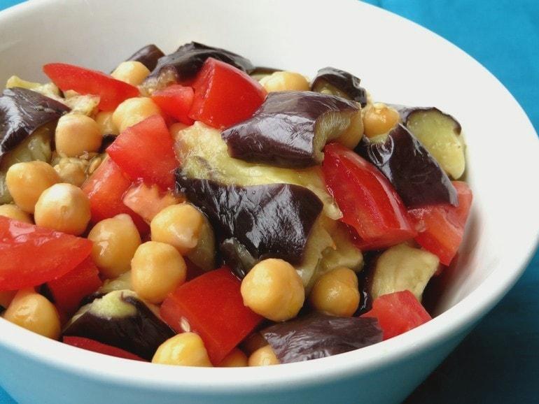 Aubergine-tomatensalade, vegan