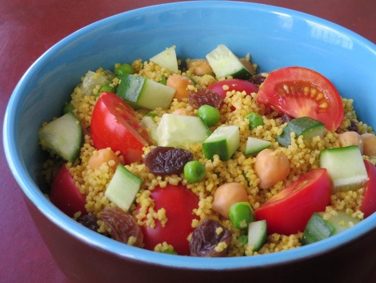Couscous salade met munt en tomaatjes, vegan