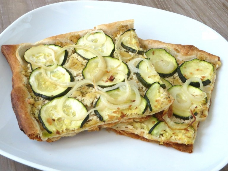 Courgette bladerdeegpizza, vegan