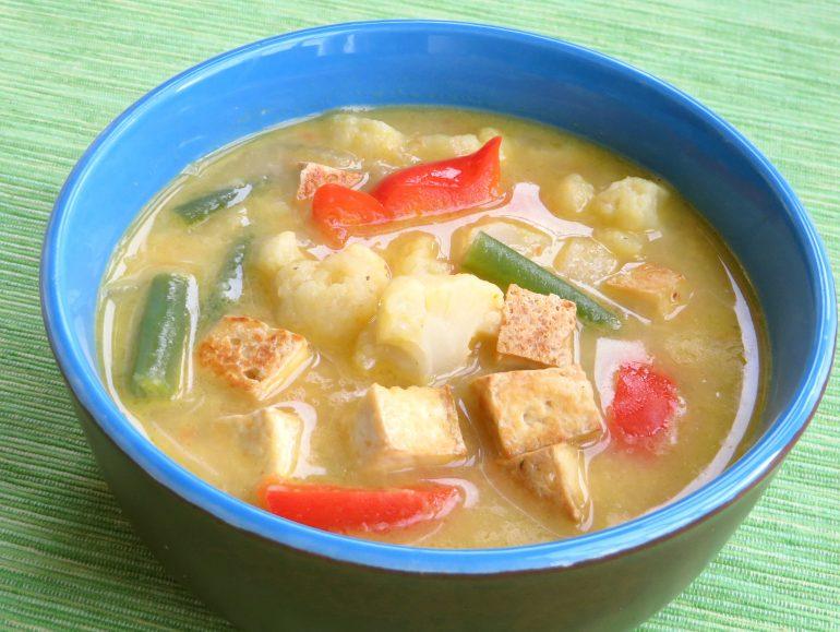 Thaise currysoep met tofu, vegan
