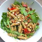 Pasta pesto met rucola en tomaat, vegan