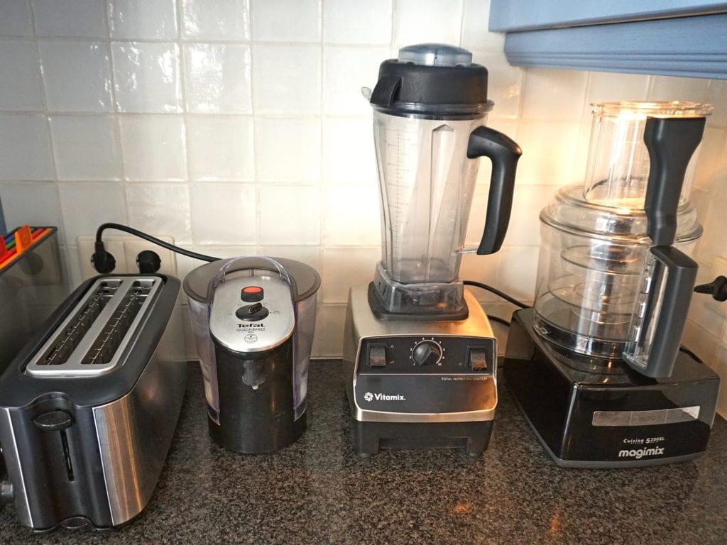 Blender, foodprocessor, heetwatertap, broodrooster